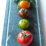 série de tomates colorées