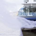 gerbe d'eau devant bateau