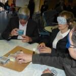 Création en groupe les yeux bandés